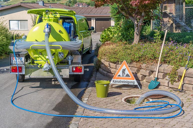 Burch Kanalservice Schachtentleerung Saugarbeiten
